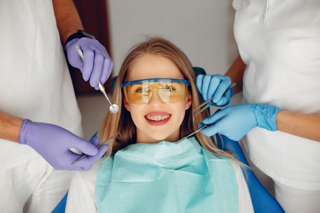 متخصص پاتولوژی فک و دهان : (لیست 7 نفر از برترین متخصصین بیماریهای دهان )